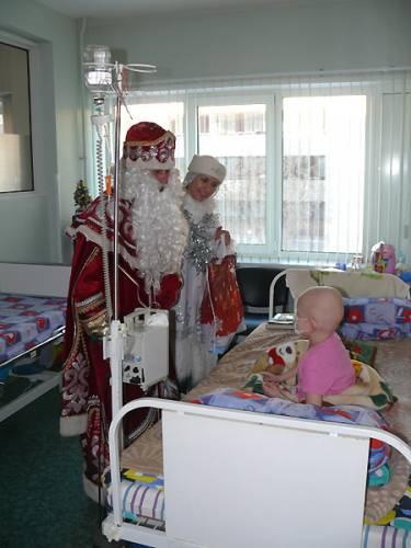 Поздравление детей находящихся на лечении в Онкоцентре с новым годом.
